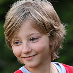Razvan Orban as young Edward Winters